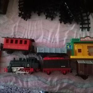 Τραίνο πολύ μεγάλο με όλα του τα εξαρτήματα.