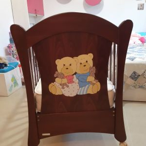 Παιδικό κρεβατάκι κούνια μωρού.