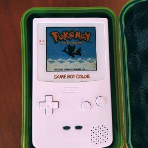 Game Boy Color IPS screen (15% μεγαλύτερη από την original) και φωτιζόμενο logo