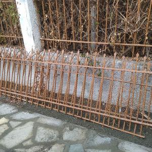 Κάγκελα περίφραξης από μασίφ σίδερο 10.5m