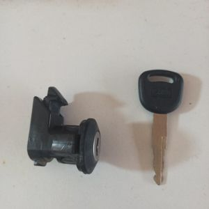burgman 250/400  κλειδαριά από καπάκι ντεποζιτου
