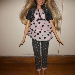 Πωλείται κούκλα Barbie.