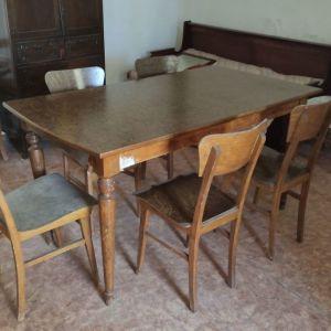 Πωλείται τραπεζαρία με 6 καρέκλες