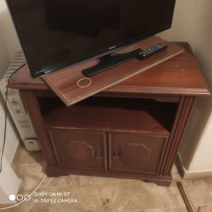 έπιπλο tv