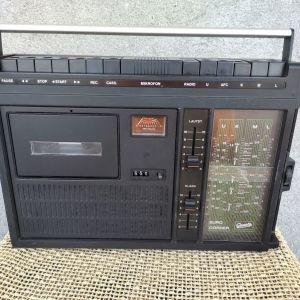 Vintage retro ραδιοκασετόφωνο. Σε πολύ καλή κατάσταση σαν καινούργιο.