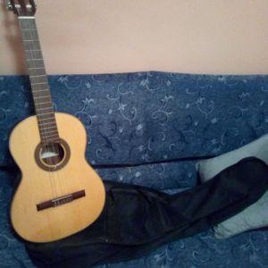Πωλειται κλασικη κιθαρα σε αριστη κατάσταση