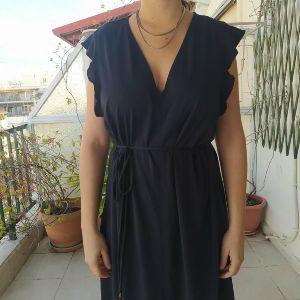 Πανέμορφο φόρεμα με ρομαντικές λεπτομέρειες