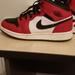 Air Jordan 1 mid red&black