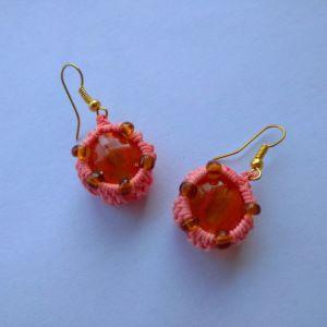 Σκουλαρικια *share sakura*με τεχνη μακραμε, γυαλινες πετρες, χαντρες .