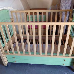 Παιδικό κρεβατάκι μαζί με στρώμα και συρταριερα