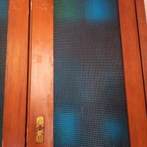 Ντουλαπα χειροποιητη vintage με μπλε βιτρο τζαμια