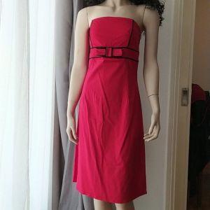Υπέροχο κατακόκκινο στράπλες φόρεμα