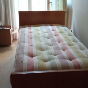 Σετ ημίδιπλο κρεβάτι με στρώμα, κομοδίνα και κονσόλα