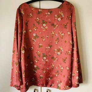 Σατέν μπλούζα ρομαντική και σικ, αφόρετη, MEDIUM(και LARGE)-60εκ. μασχάλη, 45εκ. ώμος, 68εκ. ύψος