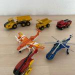 φορτηγά και ελικόπτερα σιδερένια