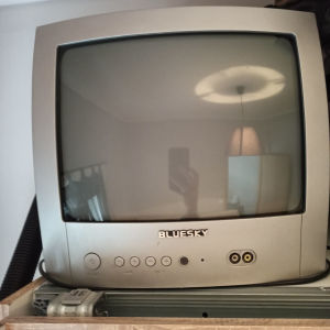 πωλείται τηλεόραση μαζί με τον αποκωδικοποιητή
