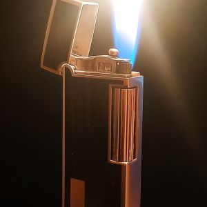 1980 - Sarome 35001 - Vintage Gas Lighter - Black Chinese lacquer. Μade in Japan. Σε άριστη κατάσταση. Antique.