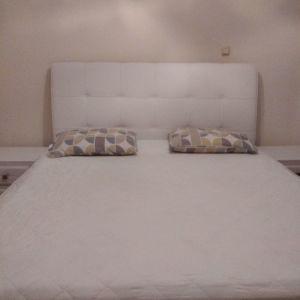 Κρεβατοκαμαρα με δερμάτινη