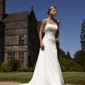 Στραπλες νυφικό φόρεμα από μουσελίνα σε ίσια γραμμή