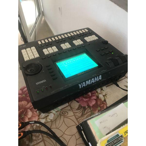 Yamaha QY700 sequencer