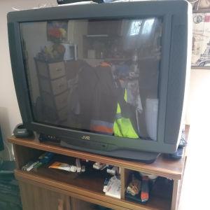 Tv JVC μαζί με επιπλακι