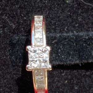18 k δακτυλίδι με 0.75 κ διαμάντι  princess cut Vs1 colour H