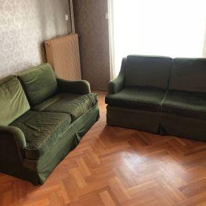 Καναπέδες σε άριστη κατάσταση σε χρώμα πράσινο βελούδο.