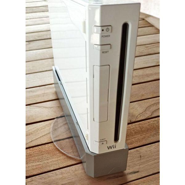 Nintendo Wii me 4 pechnidia ke ta 3 chiristiria tou