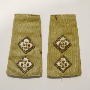 Υφασμάτινες κεντητές επωμίδες (φάκελος) βρετανού Υπολοχαγού του Β΄ΠΠ
