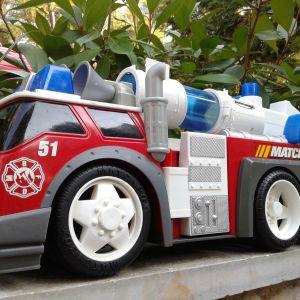 Τεράστιο όχημα της πυροσβεστικής με ήχους και εκτοξευτή μπαλών της Matchbox