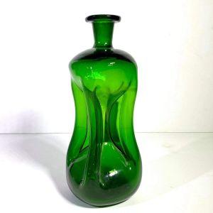 Γυάλινο βάζο αντίκα από φυσητό γυαλί σε σμαραγδι χρώμα με ασυνήθιστο σχήμα