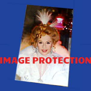 ΑΛΙΚΗ ΒΟΥΓΙΟΥΚΛΑΚΗ ΦΩΤΟΓΡΑΦΙΑ ORIGINAL ΚΑΙ ΕΥΘΥΜΗ ΚΑΙ ΧΗΡΑ 1991 ΤΗΛΕΟΠΤΙΚΗ ΣΕΙΡΑ ΣΙΡΙΑΛ ALIKI VOUGIOUKLAKI THE MERRY WIDOW GREEK TV SERIES ORIGINAL PHOTO 1991
