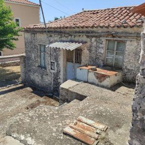 Κυπαρίσσι Λακωνίας Πετρόκτιστη κατοικία