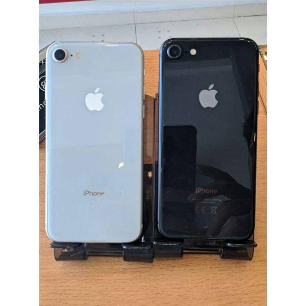 iPhone 8 64 GB apsoga ekthesiaka!!!