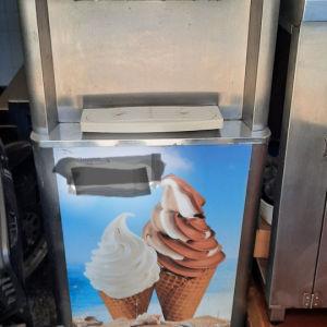 Μηχανή παγωτού Soft ice Cream