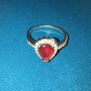 Δακτυλίδι με πέτρα σαν ρουμπινι