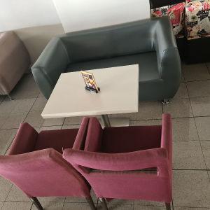 καναπές διθέσιο και καρέκλες