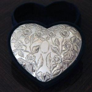 Ασημένια κοσμηματοθήκη σε σχήμα καρδιάς