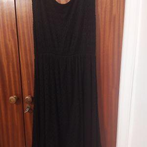 Φόρεμα με δαντέλα στο τελείωμα