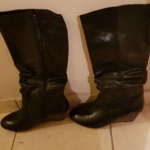 Μαύρες μπότες clarks νο 39.5 αφόρετες