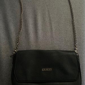 τσάντα χιαστι Guess