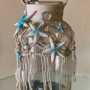 Μεγάλο χειροποίητο φανάρι 30 x 20 εκατοστά. Υλικά: Γυαλί και σχοινί. Χρήση με κερί και ρεσό.