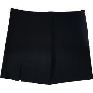 Μαύρη ελαστική φούστα.