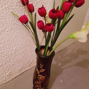 Bάζο δαπέδου μεγάλο μαζί με τα λουλούδια.