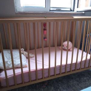 βρεφικό κρεββάτι ξύλο σημυδα με στρώμα ανατομικο