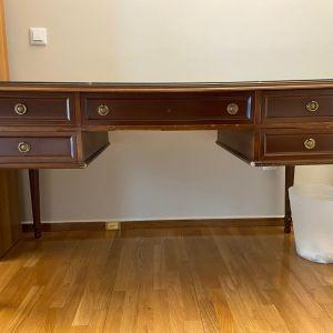 Γραφείο με καρέκλα
