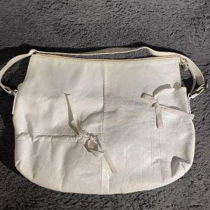 Δερμάτινη άσπρη τσάντα vintage