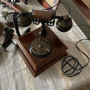 Αντίκα  ξύλινο τηλέφωνο