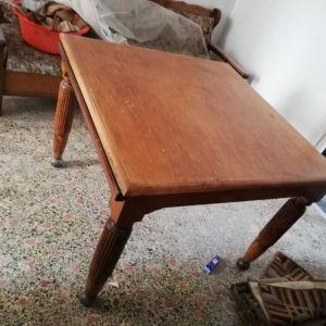Τραπέζι τετράγωνο