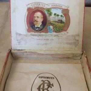 Ένα άδειο κουτί από πούρα.Κούβα -70 α έτος